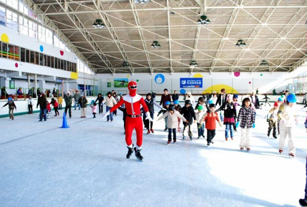 インストラクターによるアイススケート教室   愛媛(イヨテツスポーツセンター)