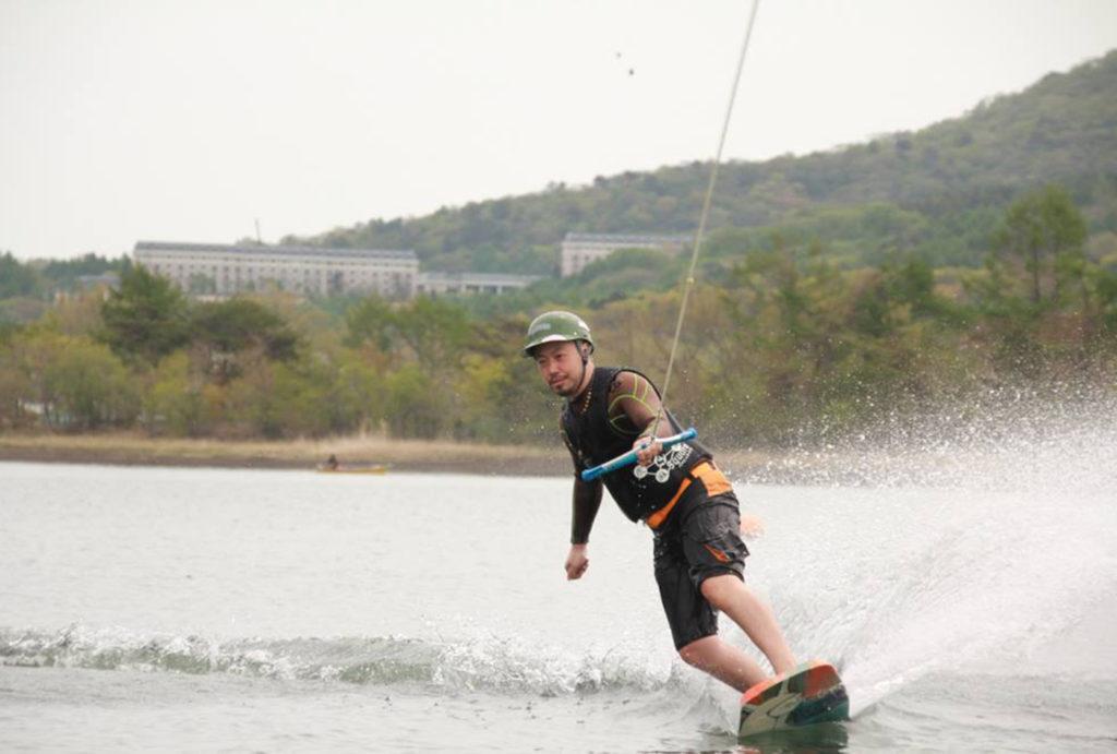 ウェイクボードを山中湖で体験 | 山梨(山中湖)